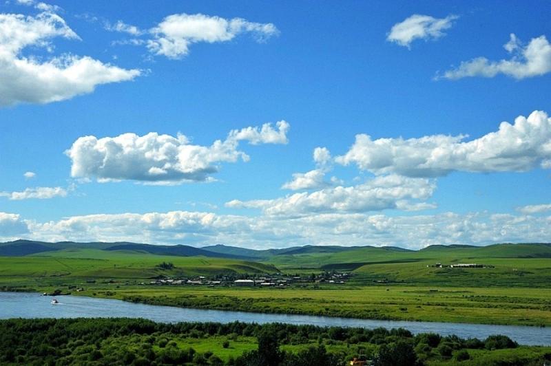 中俄界河风光