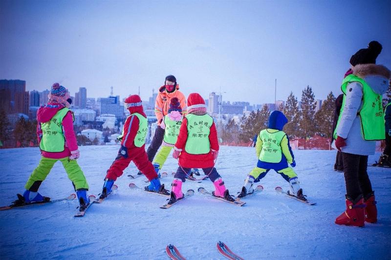 海拉尔东山滑雪场1