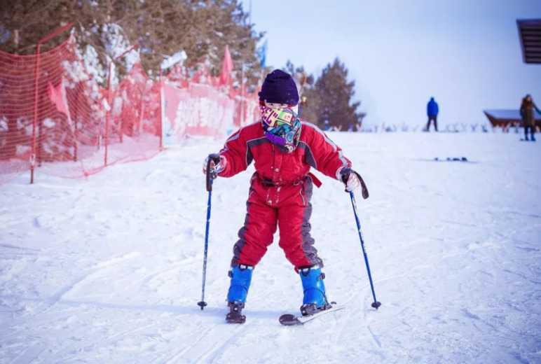 海拉尔东山滑雪场FY儿童滑雪冬令营3日活动