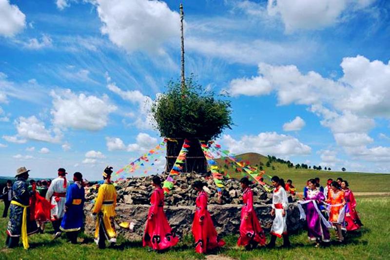 巴尔虎蒙古部落祭敖包