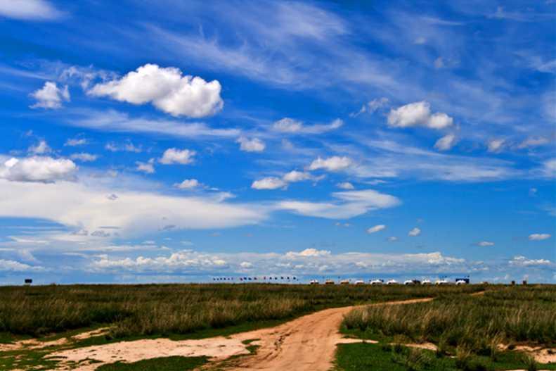 贝尔湖中蒙边境草原