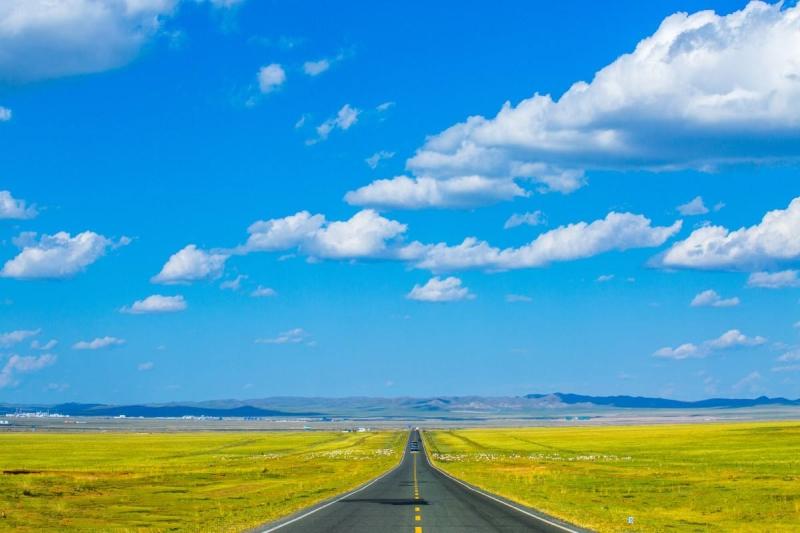 秋季草原公路